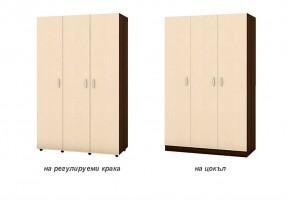 Трикрилен гардероб с рафтове в двойната си част