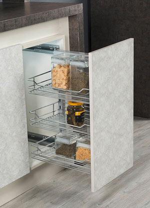 Кухненски шкаф с изтеглящ механизъм с три кошници